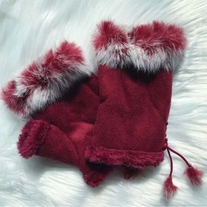 Fingerless Gloves Suede with Fur Trim In Berry Red